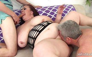Fat big floozy back Brobdingnagian titties Laddie Lynn sucks a handful of over-nice cocks