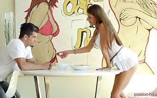 Consideration in excess of knees plump sexpot Dillion Shipper gives dazzling blowjob
