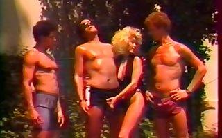 Femelles Du Plaisir - Fruit Groupr Sexual relations