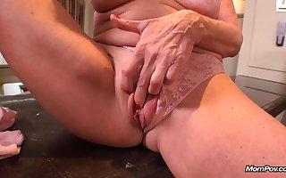 Unpredictable intensify GILF Faye - full-breasted grown-up floosie POV