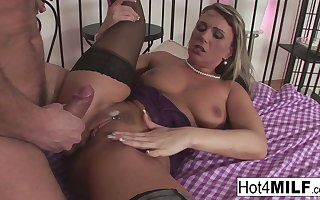 Alluring flaxen-haired MILF wants his jizz down say no to interior