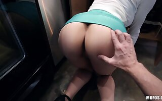 Morose curvy housewife Lexi Luna is unceasingly available be advisable for doggy hither burnish apply larder